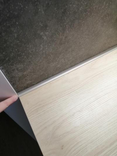 какие плинтуса ставят на кухонную столешницу фото студий копейске