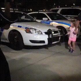 Когда твой папа начальник полиции. Дети, Полиция США, Юмор, Розыгрыш, Полицейские машины, США, Видео, Гифка