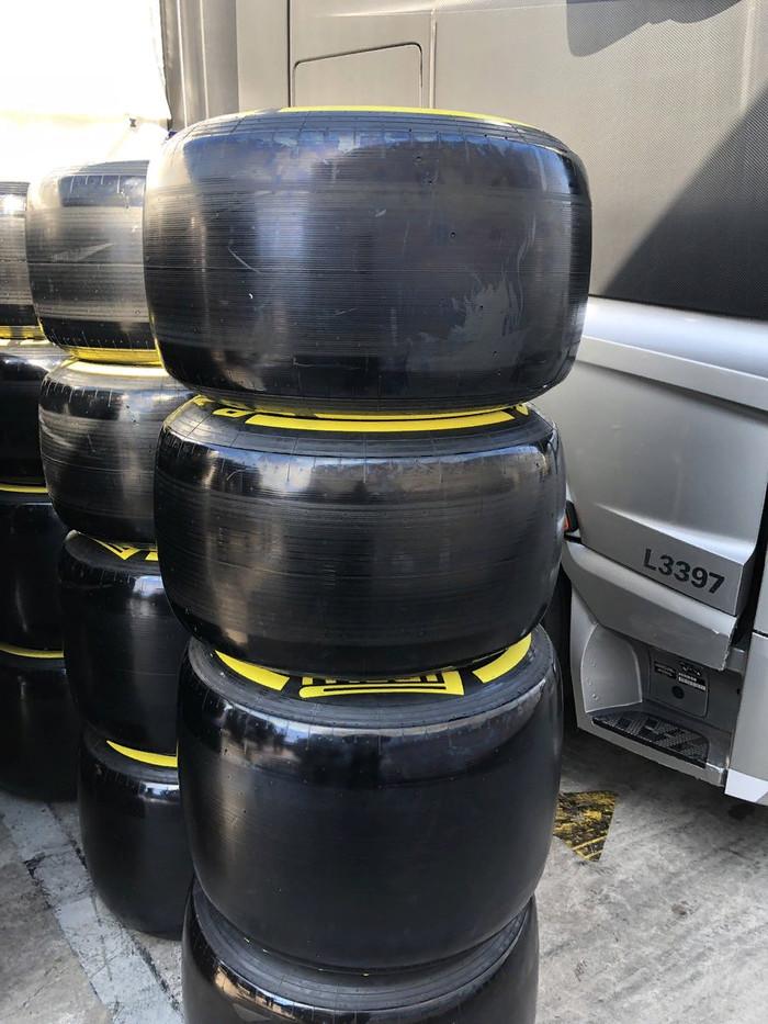Пирелли изменили технологию производства шин, чтобы они красивее смотрелись на болидах Формулы-1 Формула 1, Гонки, Тест, Техника, Авто, Автоспорт, Новости, Видео, Шины, Длиннопост