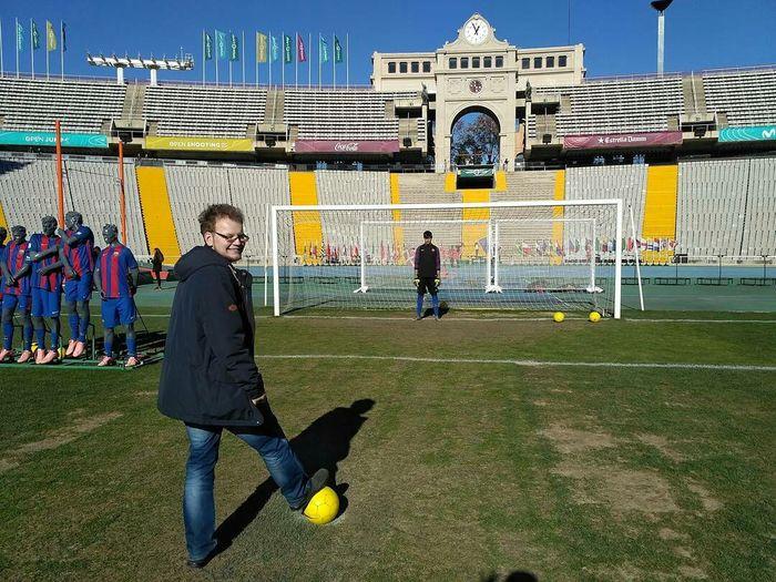 Выйти на газон стадиона в Барселоне – легко! Футбол, Барселона, Олимпийский стадион, Длиннопост