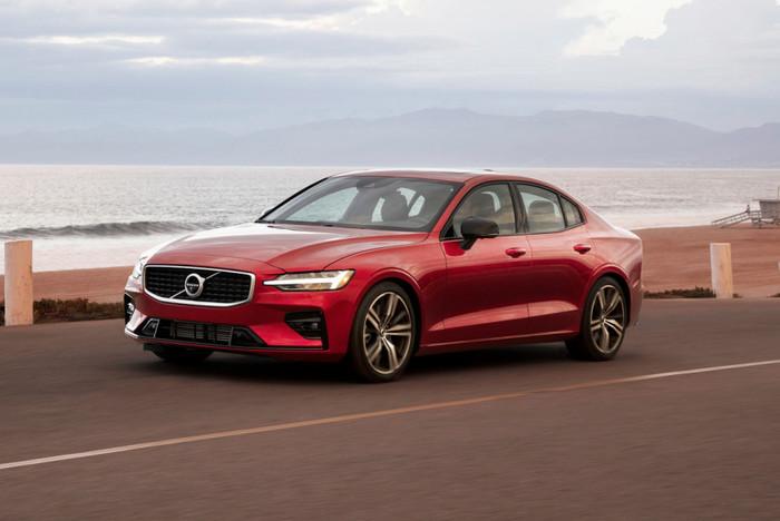 Volvo ограничит максимальную скорость своих автомобилей 180 километрами в час Volvo, Новости, Авто, Безопасность на дорогах