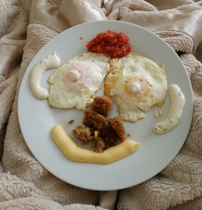 Муж сделал мне завтрак с утра, сказал что это Я. Очень смелый романтик