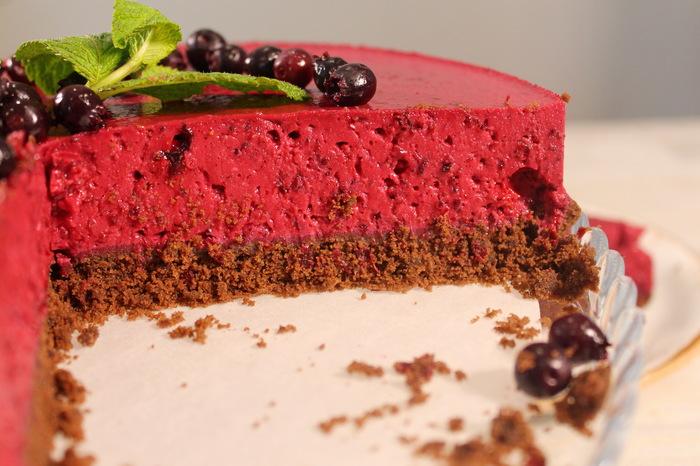 Торт ягодно-шоколадныйбез выпечки Видео рецепт, Торт, Десерт, Кулинария, Торт без выпечки, Рецепт, Еда, Видео, Длиннопост