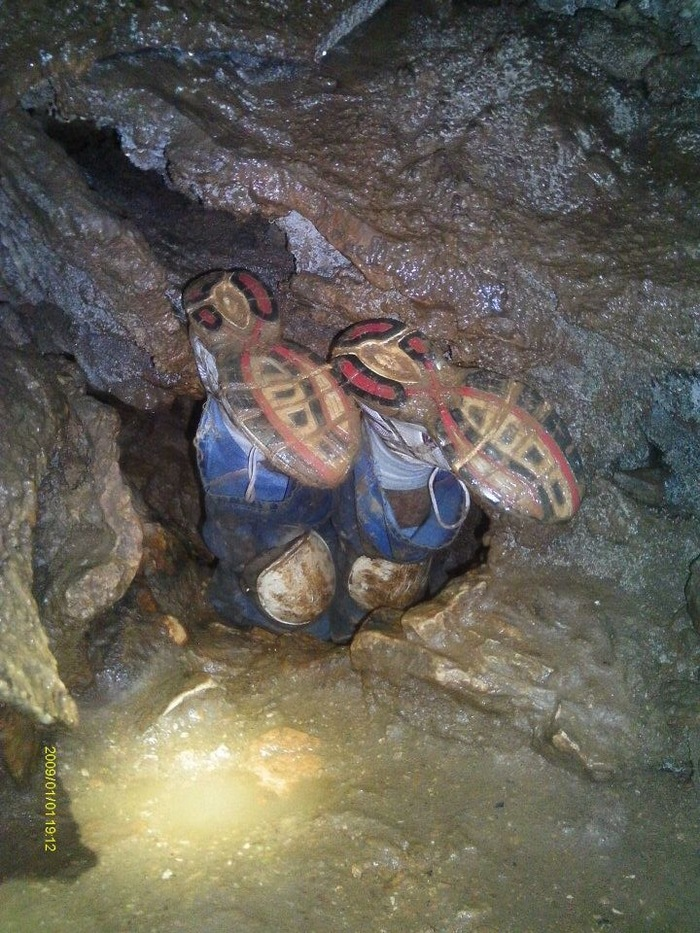 Злополучная пещера Пещера, Ноги, Клаустрофобия, Негатив, Жесть