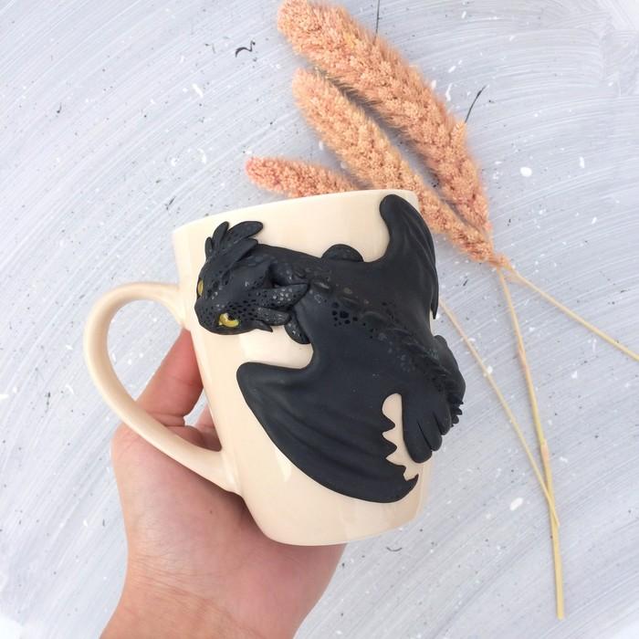Декор кружки: Беззубик Полимерная глина, Рукоделие, Ручная работа, Кружка с декором, Как приручить дракона, Беззубик, Длиннопост