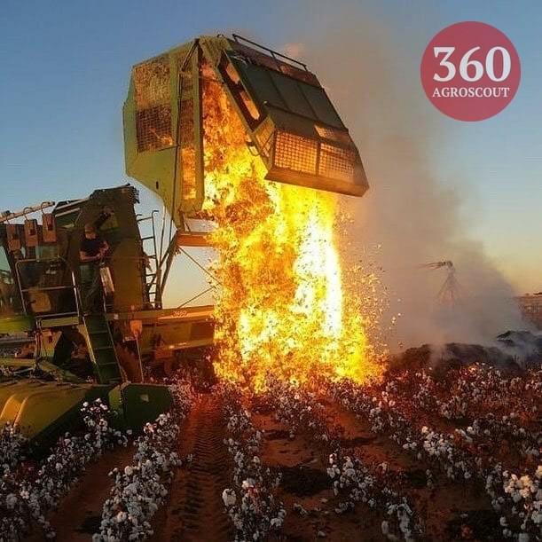 Редкое фото: возгорание хлопка в бункере комбайна во время уборки...