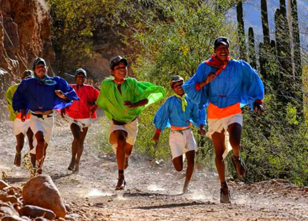 Тараумара: тайны самого выносливого племени бегунов Тараумара, Бегун, Марафонский бег, Племена, Экватор, Традиции, Обычаи, Видео, Длиннопост