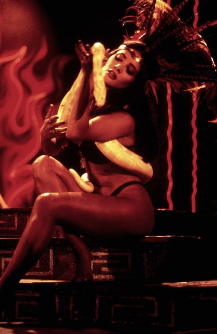 Фотографии со съёмок и интересные факты к фильму«От заката до рассвета» 1995 год. От заката до рассвета, Роберт Родригес, Квентин Тарантино, Джордж Клуни, Знаменитости, Фото со съемок, 90-е, Гифка, Длиннопост