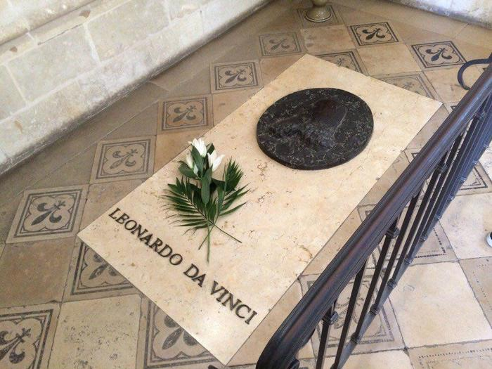 Могильная плита Леонардо да Винчи в часовне замка Амбуаз во Франции