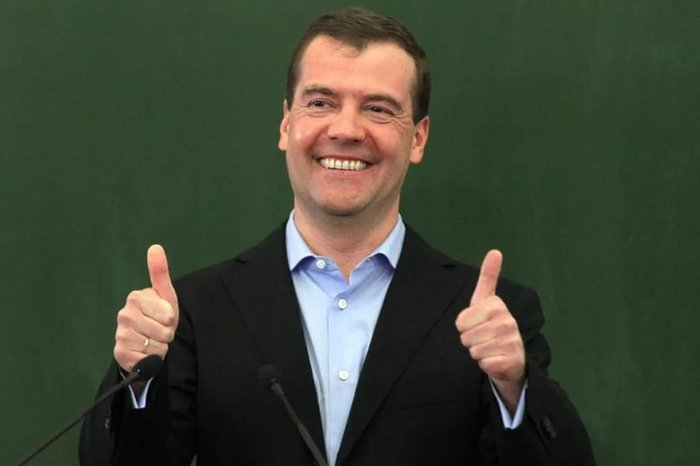 У охранника Медведева нашли дворец за миллиард рублей Охранник, Дворец, Дмитрий Медведев, Видео, Политика