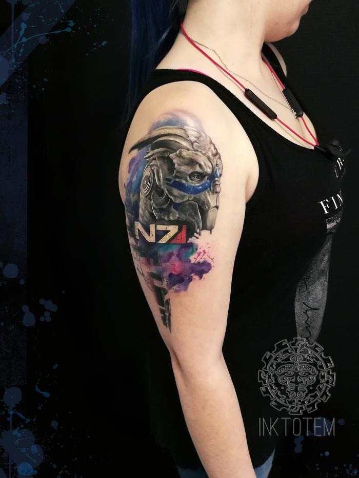 Mass Effect tattoo Тату, Девушка с тату, Mass Effect, Геймеры, Эскиз татуировки, Компьютерные игры, Фанаты, Бодиарт, Длиннопост