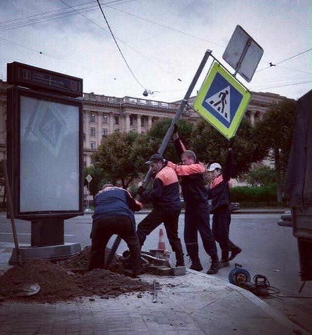 Коммунальщики работают Коммунальщики, Россия, Америка, Флаг, Знаки, Установка, Сходство