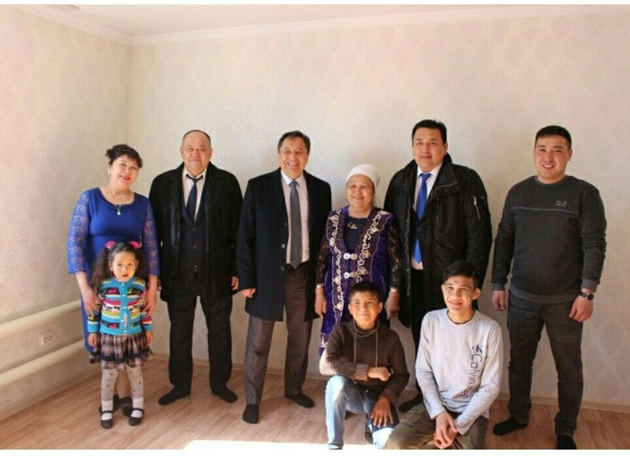 Аким уступил особняк многодетной семье Казахстан, Аким, Длиннопост