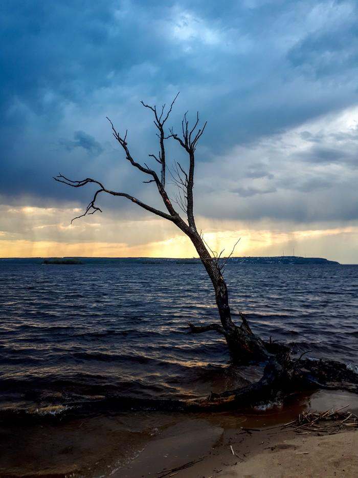 Случайный пейзаж. Фото на тапок, Дождь, Берег, Река, Закат