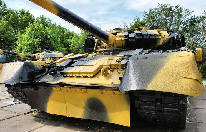 Т-80У ранней версии в саратовском Музее Боевой славы Танки, т-80, т-80у, Саратов, Соколовая гора, Музей Боевой славы, Длиннопост