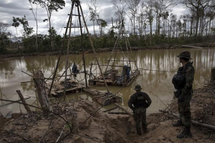 Военные в Перу пытаются обуздать золотую лихорадку на Амазонке Новости, Страны, География, Длиннопост