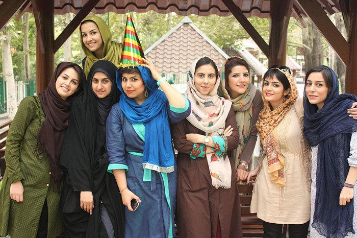 В Иране все больше женщин за обязательное ношение хиджаба Хиджаб, Женщина