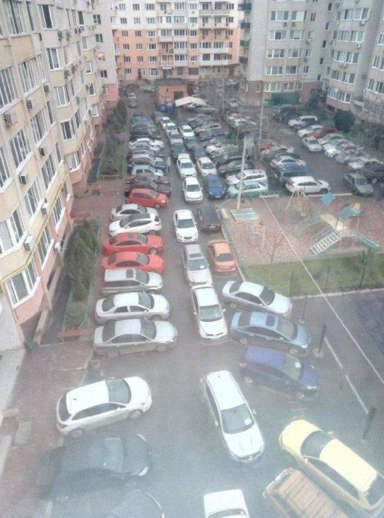 Бедная Россия!Какие мы все бедные,покушать нечего. Город, Парковка, Строительство, Бедность, Богатство, Это всё враньё