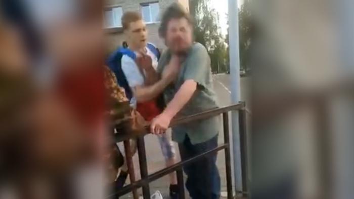 Молодые боксеры отрабатывают удары на бродяге в Дубне Драка, Школьники, Полиция, АУЕ, Негатив, Дубна