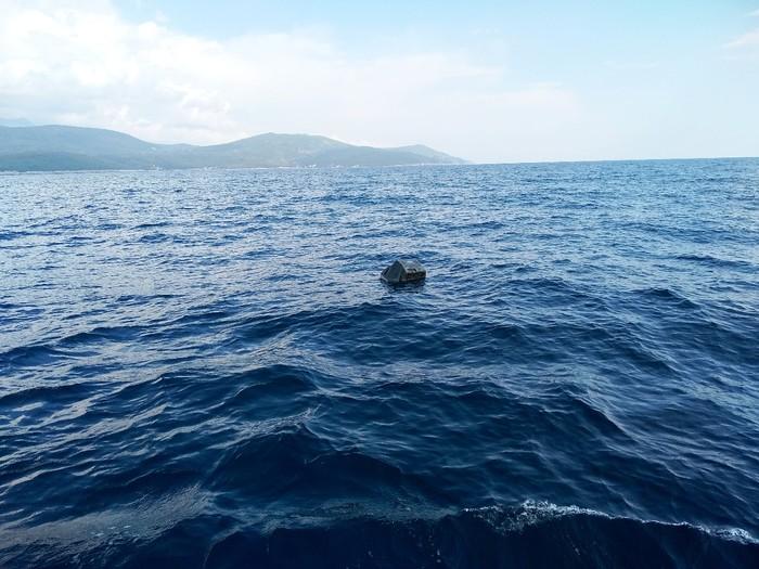 Просто в море плавает... телевизор Море, Черногория, Яхтинг, Парус, Парусный спорт, Яхта, Телевизор, Мусор, Длиннопост