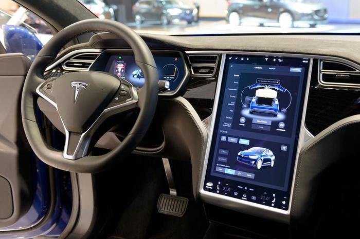 Обновленные Tesla Model S/X будут иметь 3 электромотора и запас хода 640 км. Тесла, Электромобиль, Технологии, Дорога, Авто, Новости, США, Техника