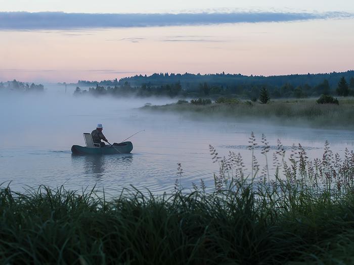 Правильный понедельник Рыбак, Рыбалка, Туман, Рассвет, Резиновая лодка, Фотография