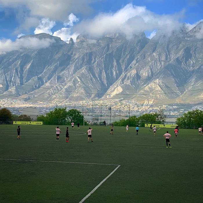 Футбольное поле в Мексике Горы, Поле, Футбол, Вид, Мексика, Природа