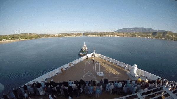 Проход лайнера через Коринфский канал Греция, Канал, Лайнер, Буксир, Гифка