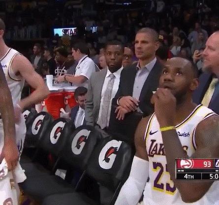 """Классический """"неловкий момент"""" в прямом эфире Спорт, Баскетбол, NBA, Lebron James, Дуайт Ховард, Дай пять, Неловкий момент, Гифка"""