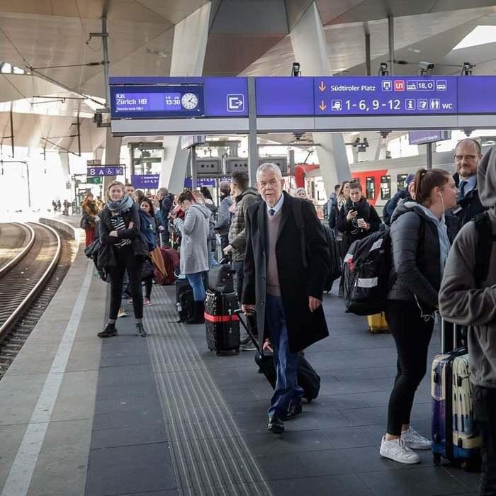 Президент Австрии Александр Ван дер Беллен едет в Мерано ( Италия ) на встречу с Президентом Италии