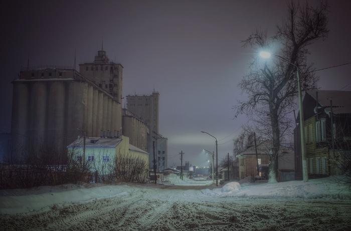 У элеватора Ночь, Улица, Фонарь, Снег, Город, Барнаул, Эстетика ебеней, Фотография, Мат