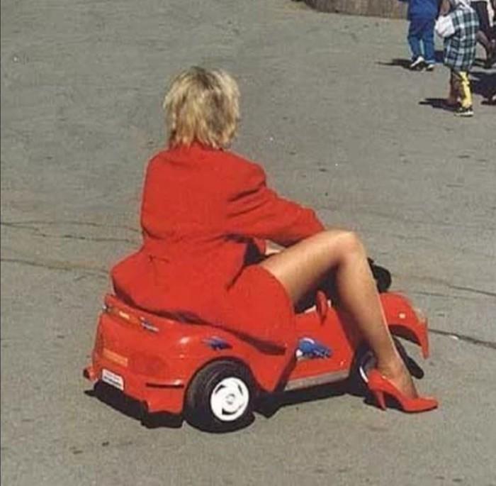 Картинки блондинка за рулем прикольные