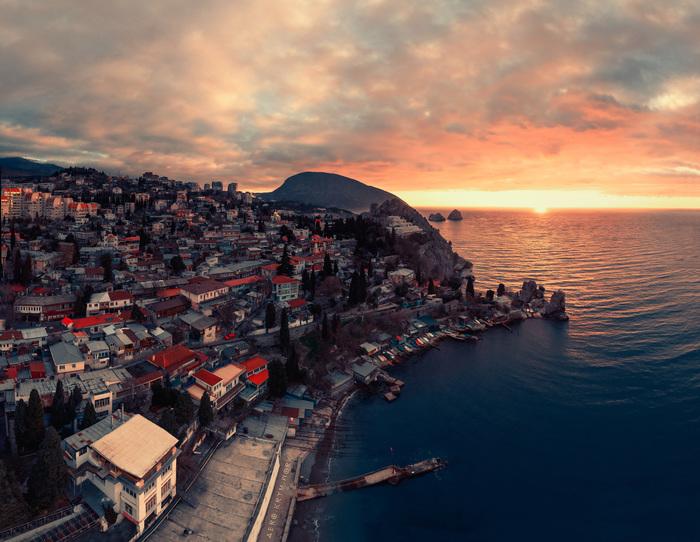 Зимний рассвет в Крыму