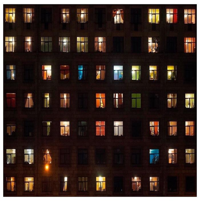 В каждом окне своя история