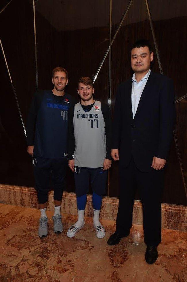 Рост парня слева 213 см