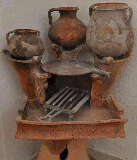 Археологический музей острова Делос, Греция. Четырехконфорочная плита.2500 лет назад