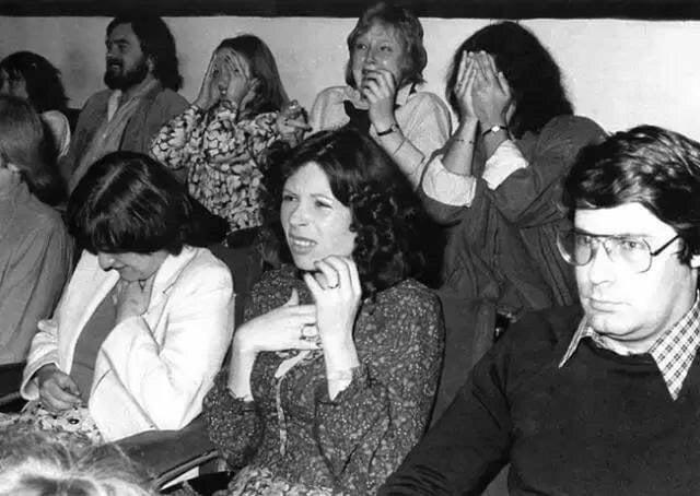 """Реакция зрителей на сцену с разрывом грудной клетки во время тестового просмотра фильма """" Чужой"""", 1979 г"""