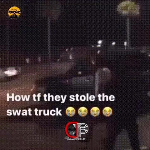 Ночью во время протестов люди угнали грузовик спецназа. Тампа, Флорида США, Reddit, Авто, Полиция, SWAT, Гифка, Смерть Джорджа Флойда