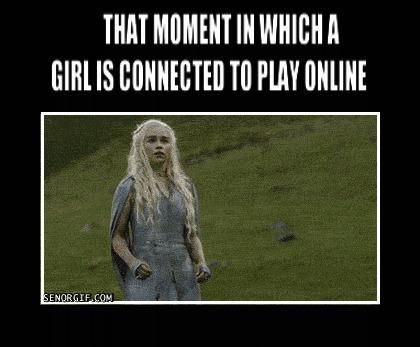 Тот момент, когда девушка подключилась к онлайн игре