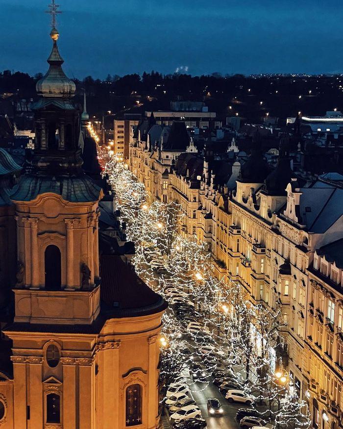 Вечерняя магия Парижской улицы в Праге