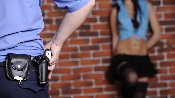 Полицейский начальник попался на взятке от сутенера в миллион рублей