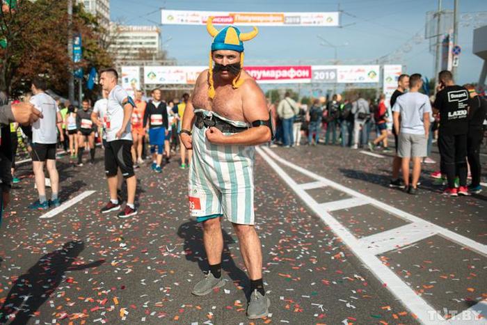 Бегуна из Новополоцка ждет суд за фото с забега Zombie Run. Соседи считают их исключительно циничными