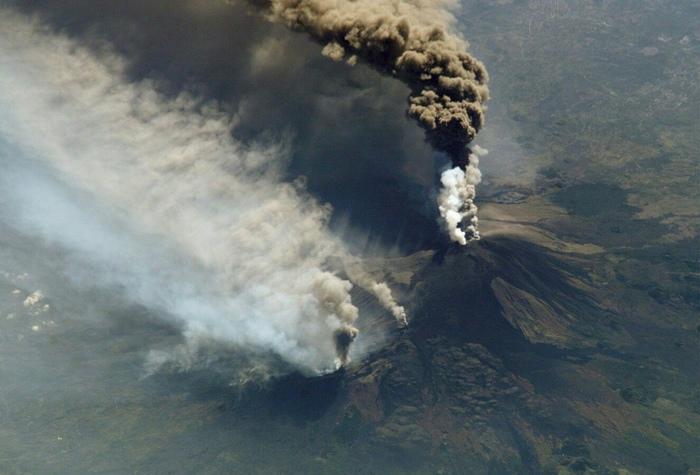 Извержение вулкана Этна. Снимок с МКС