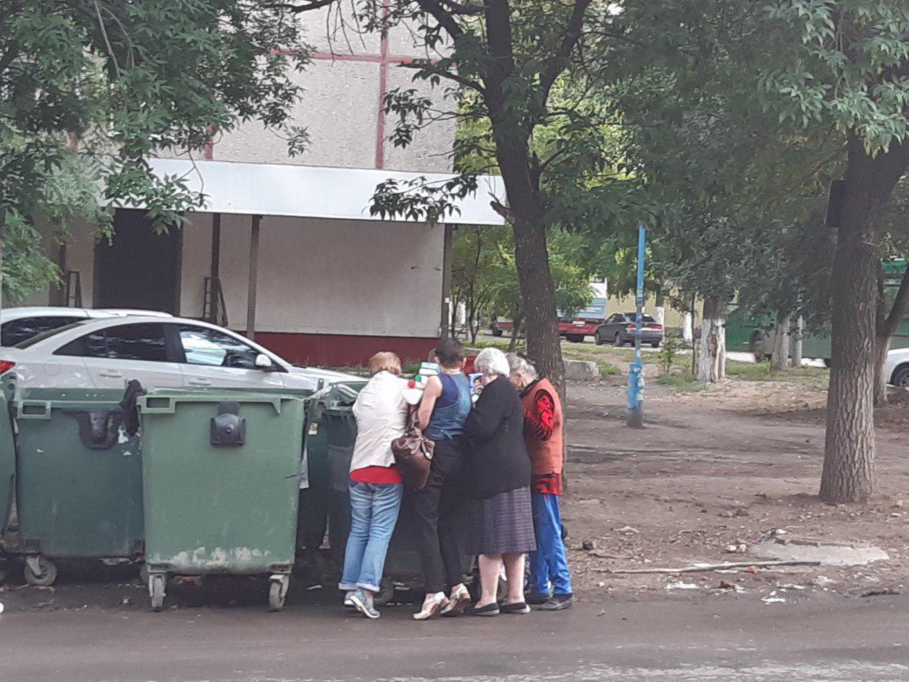 """Картинки по запросу """"как россияне побирается в мусорных баках"""""""