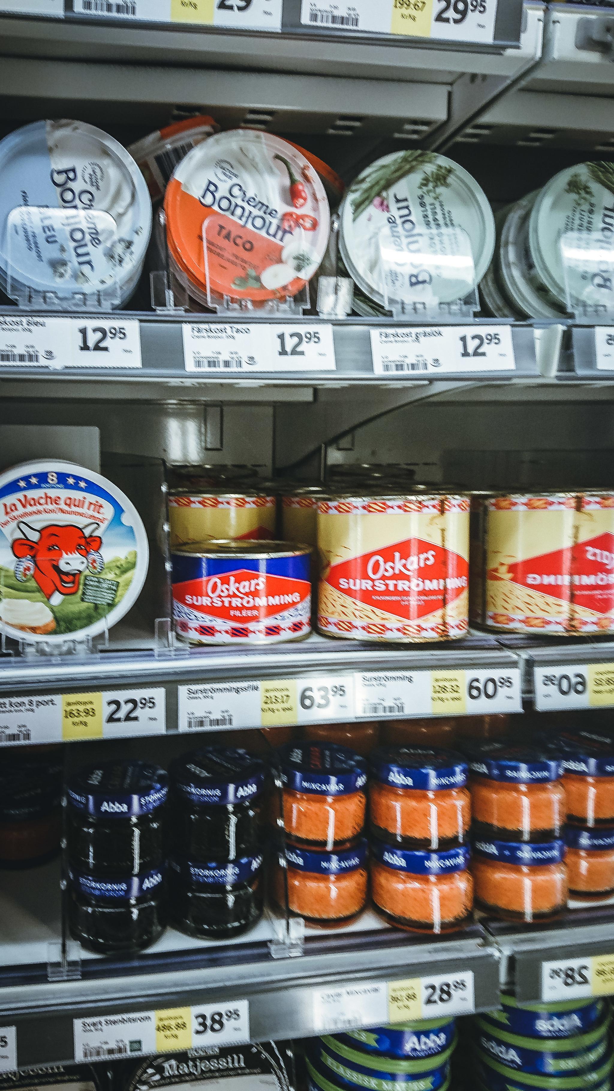 Чем питаются шведы продуктов, раков, магазине, варёных, только, Рядом, можно, местных, порядка, супермаркет, стоит, соусом, разумеется, брусничным, надписью, Стокгольме, любит, вздувшимися, Банки, сразу